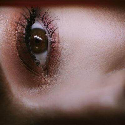 mit Lidschatten betontes Auge