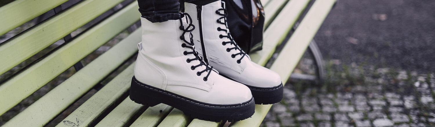 Weiße Boots
