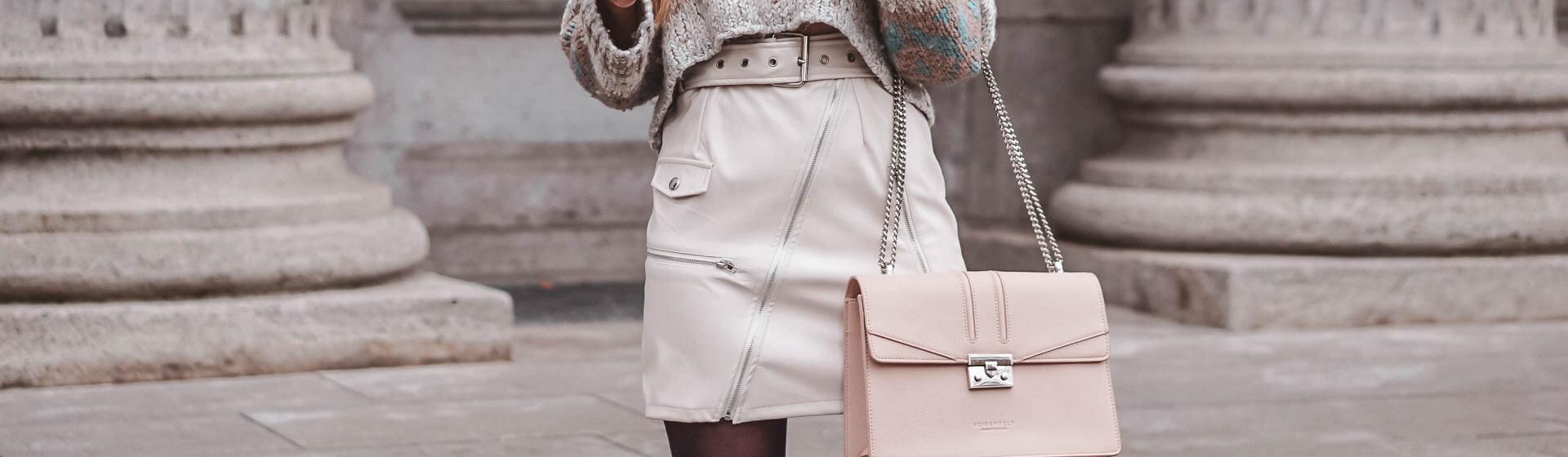 So kombiniert ihr weißes Leder
