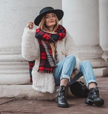 Mom Jeans im Winter tragen