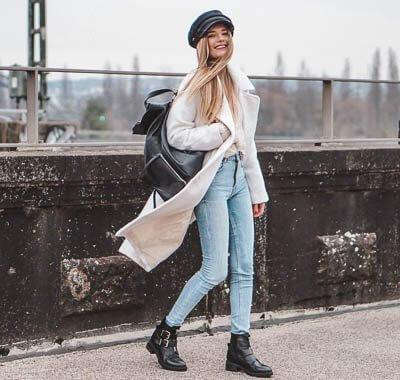 Scandi Look: Skinny Jeans und langer Mantel