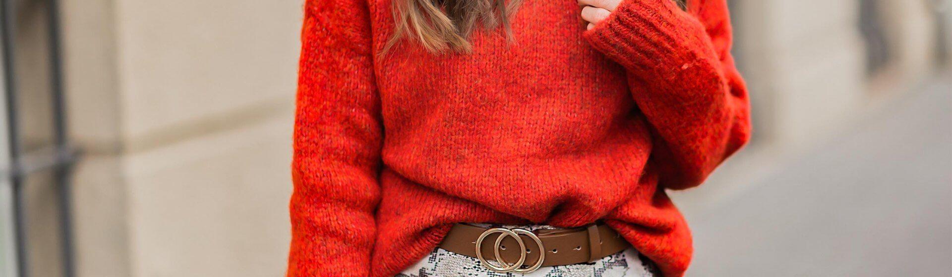 Rote Pullover im Winter stylen, Rot und Braun kombinieren, Trendfarbe Rot, Snake Print Rock, Shoelove by Deichmann