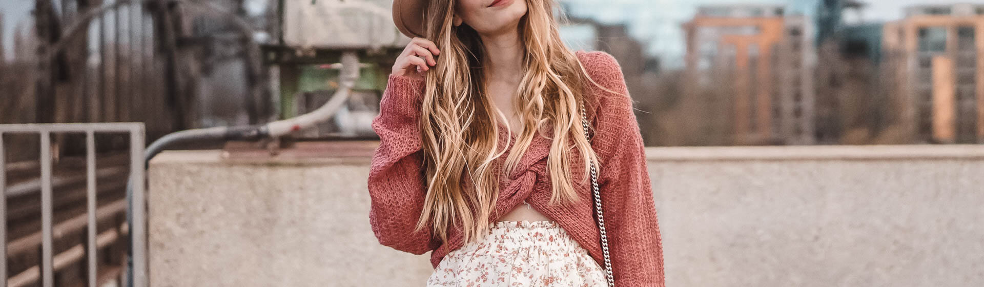 Twisted Pullover: verdrehte Pullover im Trend