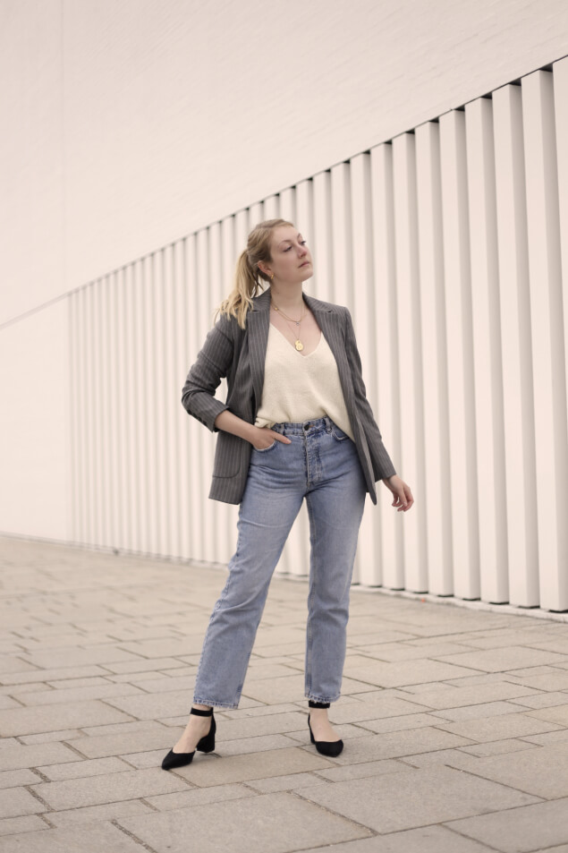 Mom-Jeans fürs Büro kombinieren