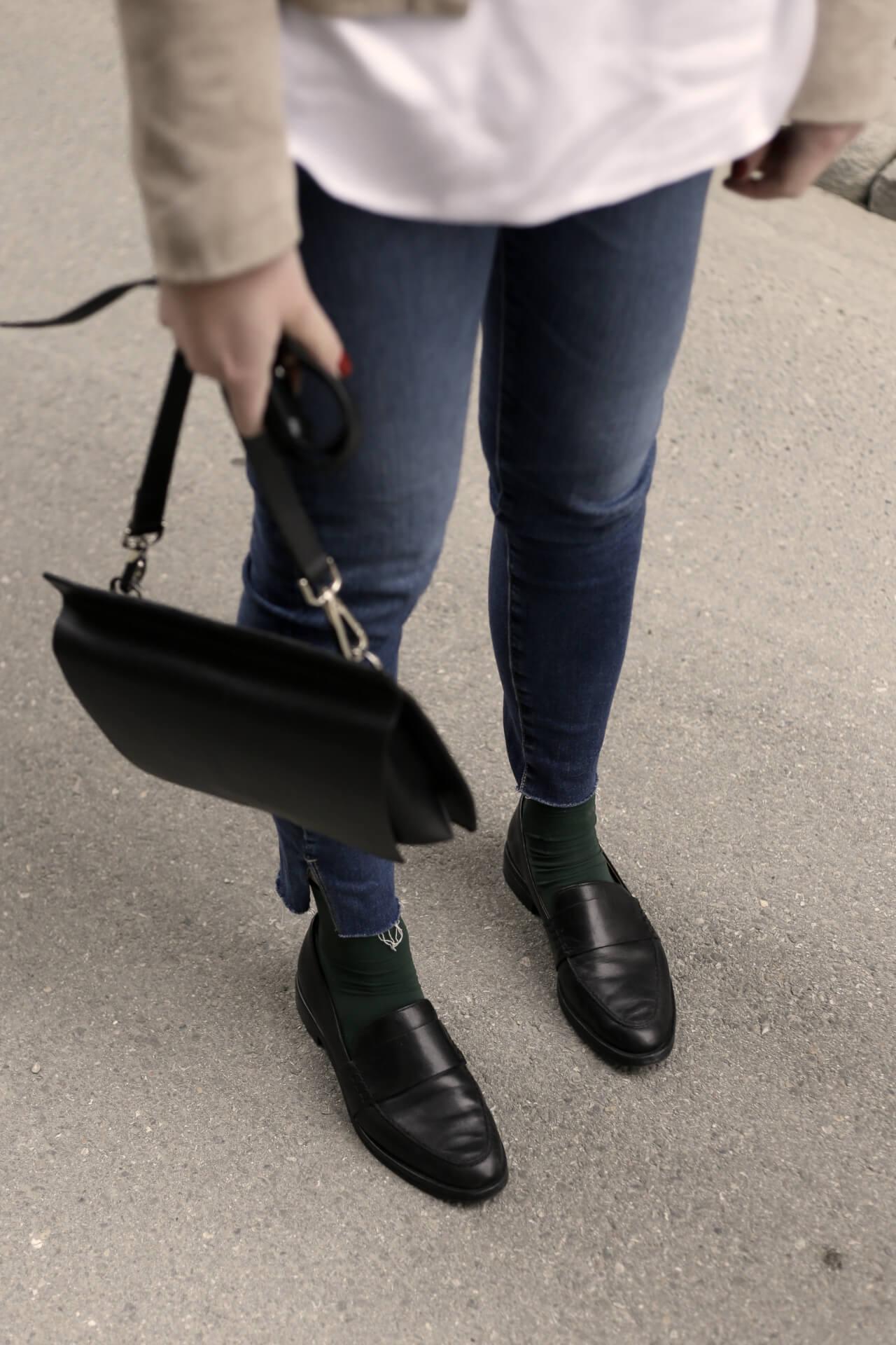 Weiße Bluse Frühlingslook Klassiker mit Loafers