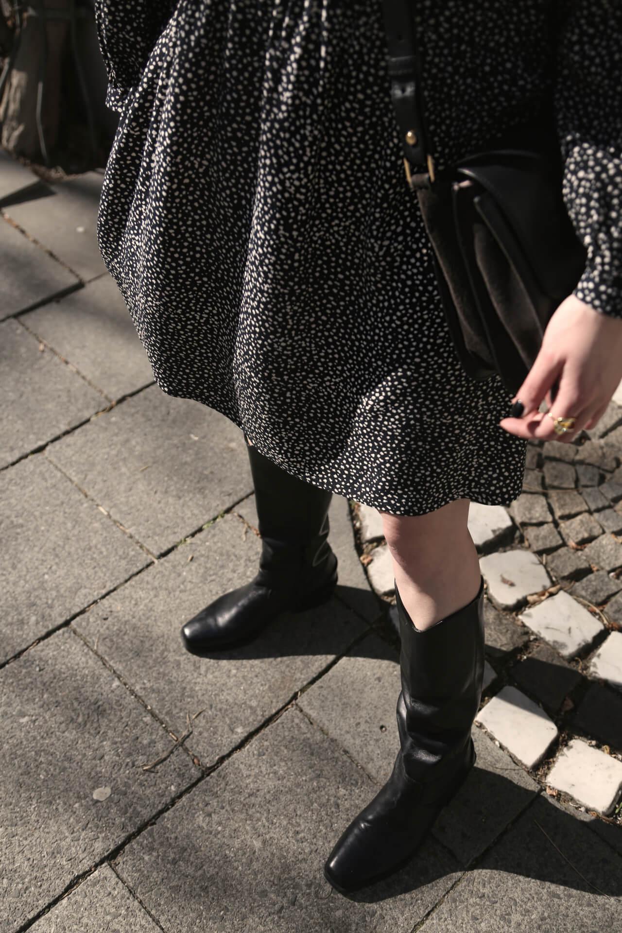 Stiefel zum Kleid wie der Look funktioniert