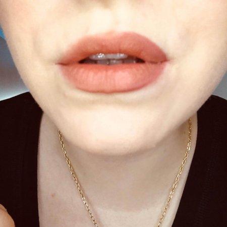 Voluminöse Lippen hallb halb