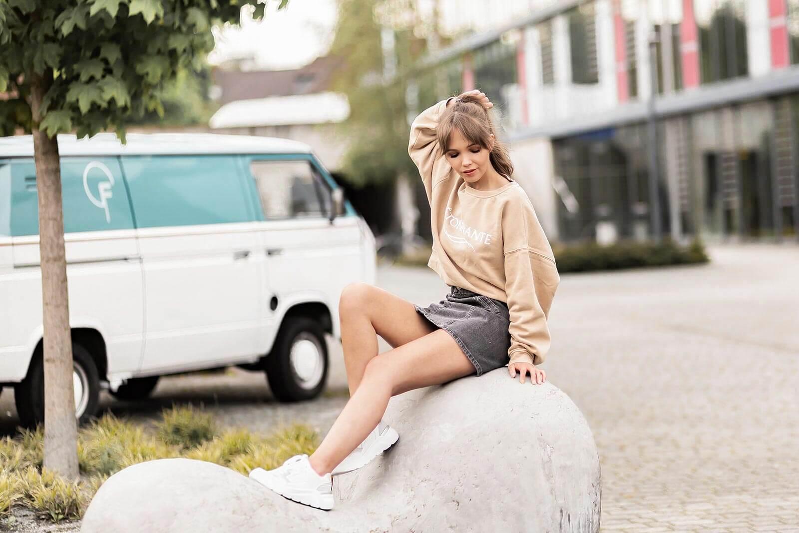 Sweater im Frühling stylen, Sweater Trends 2020, Styling Tipps für Sweater, Cropped Sweater, Shoelove by Deichmann