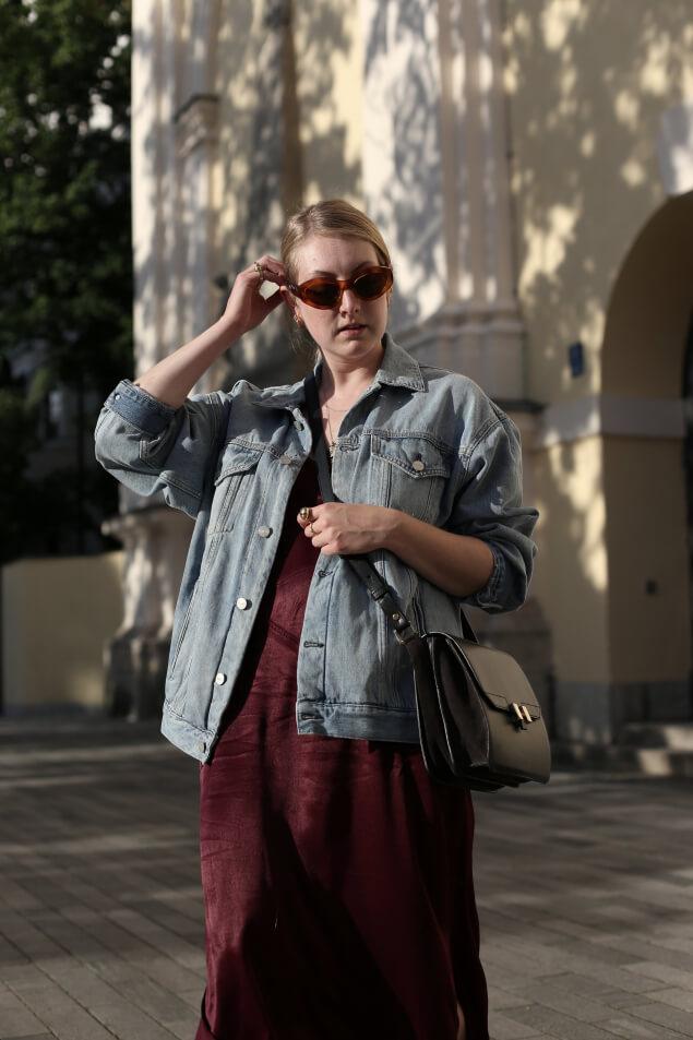 Slipdress Kombination mit Jeansjacke