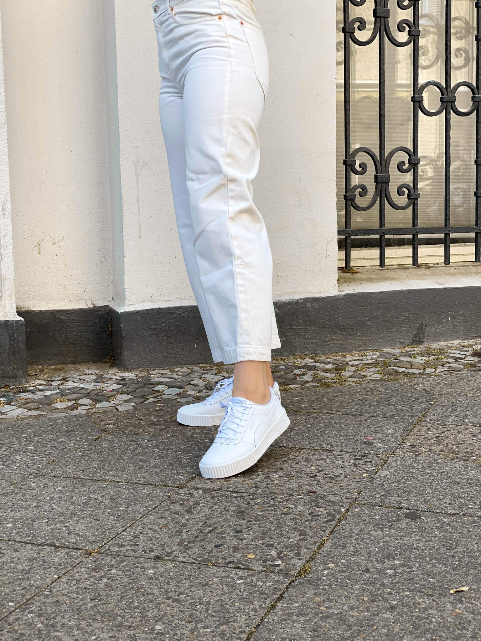 weite Hosen kombinieren Sommer look sneaker