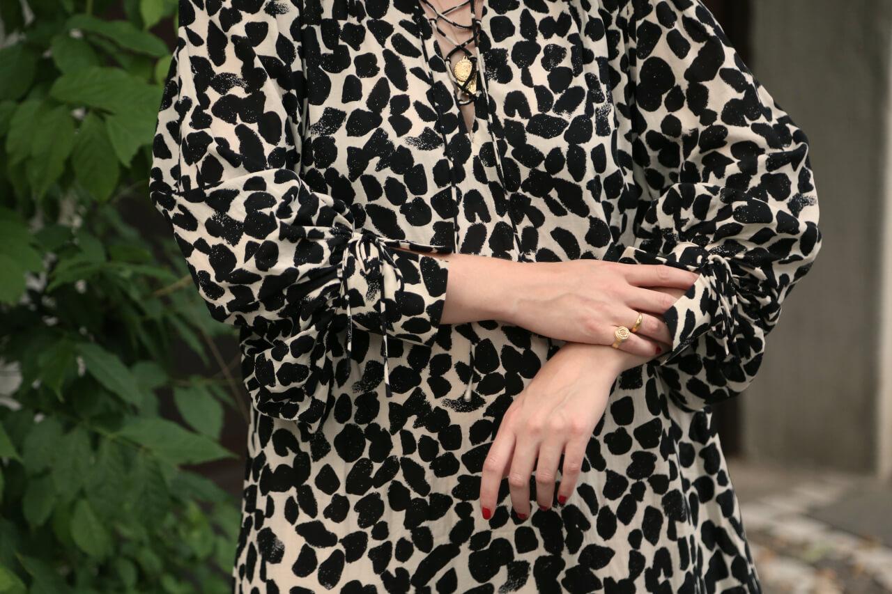 Statementärmel Details Schnürung Kleid