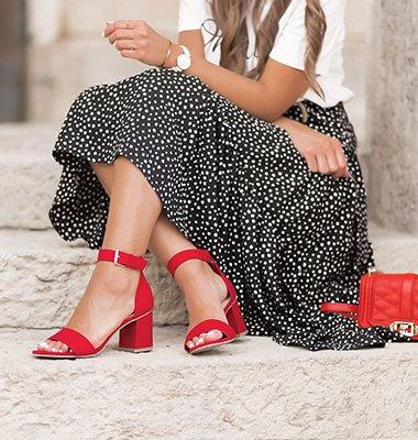Farbige Sandalen kombinieren, Sandalen in Knallfarben, Sommer Outfit mit roten Sandalen, Shoelove by Deichmann