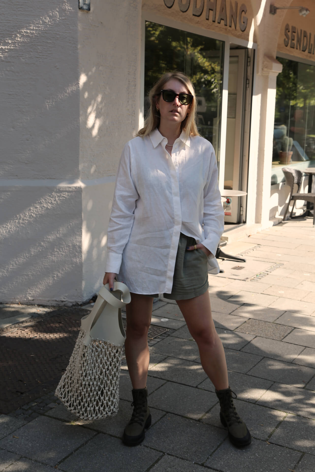 Weißes Oversized Hemd zu Shorts