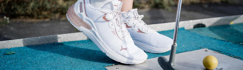 Rosa Sneaker kombinieren