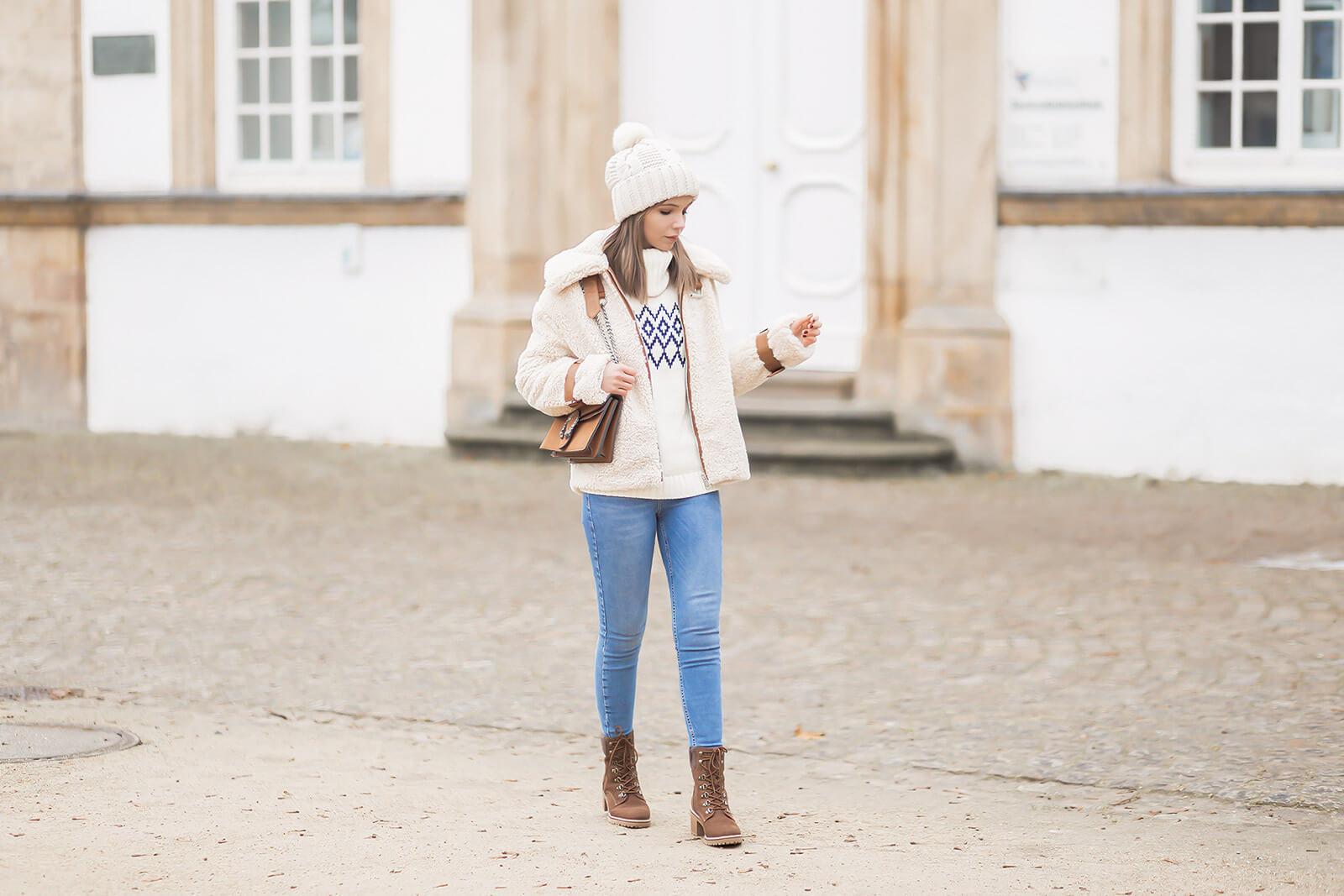 Teddy-Fleece richtig stylen im Winter, Teddyjacke kombinieren, Schnürstiefeletten, Shoelove by Deichmann