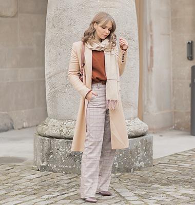 Karierte Hosen in Winter stylen