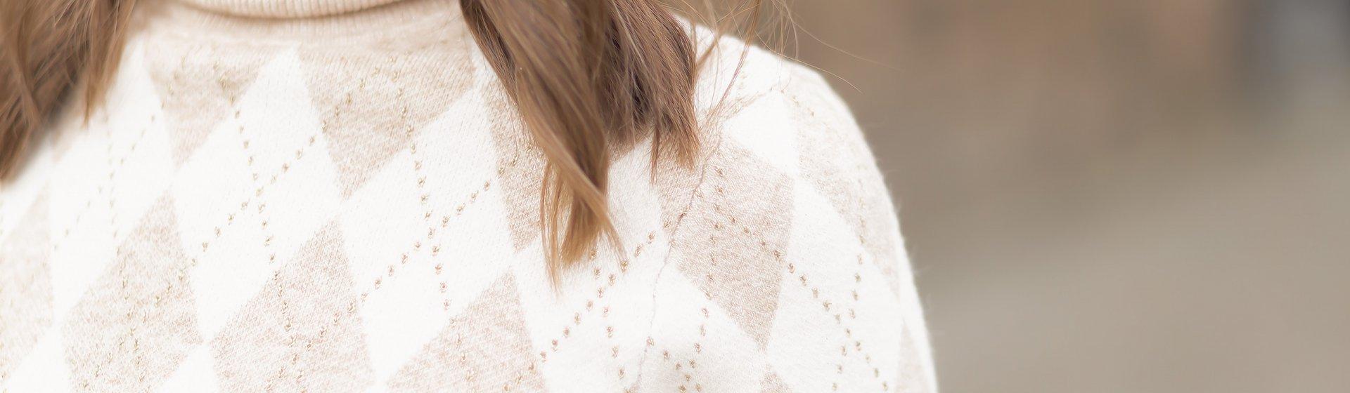 Pullover mit Rautenmuster im Winter stylen, Wintertrend, weite Hosen, Shoelove by Deichmann