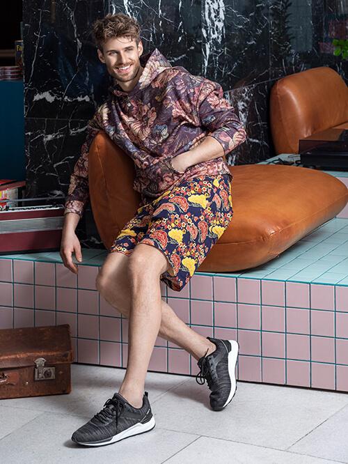 Safari Look Deichmann, Sneaker und Shorts