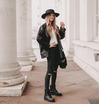 Oversized Motorradjacke zu schwarzem Outfit stylen