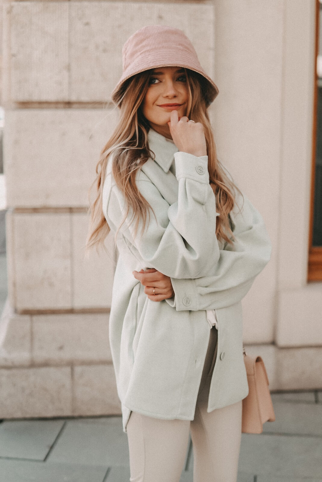 Pastelltöne im Trend: Outfit kombinieren