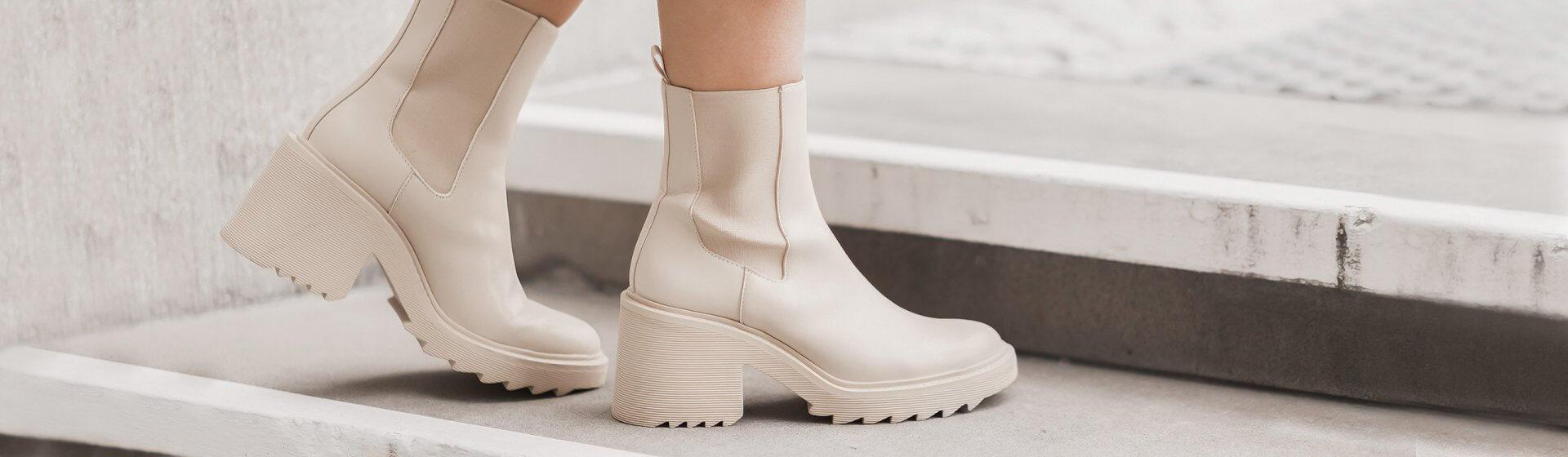 Beige Boots kombinieren, Frühlingsoutfit mit Strickkleid, Shoelove by Deichmann
