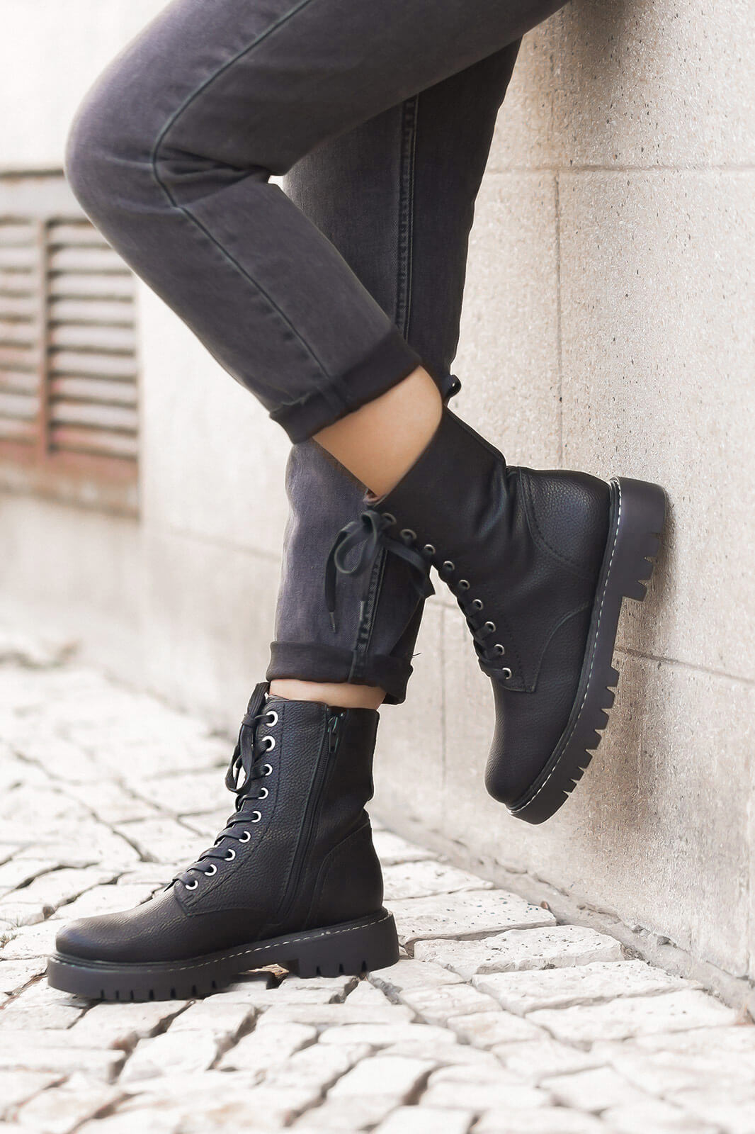 Chunky Boots stylen, Frühlingsoutfit mit Lederjacke, derbe Schnürboots, Shoelove by Deichmann