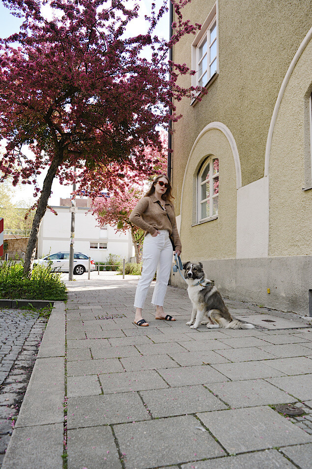 weiße Jeans mit Pullover kombinieren