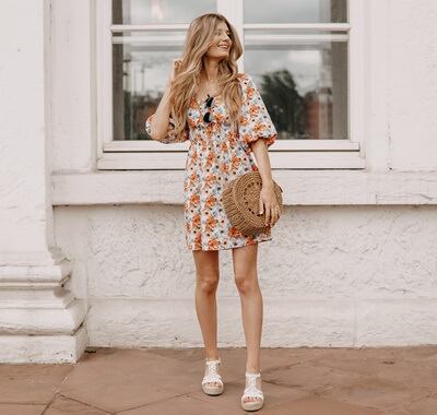 Farbenfrohe Outfits im Sommer