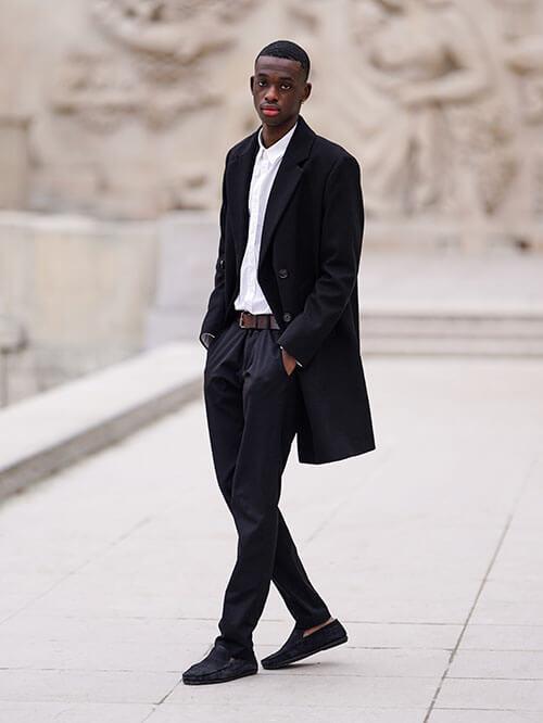 Eleganter Look mit Slippern, Streetstyle von Issa Seck