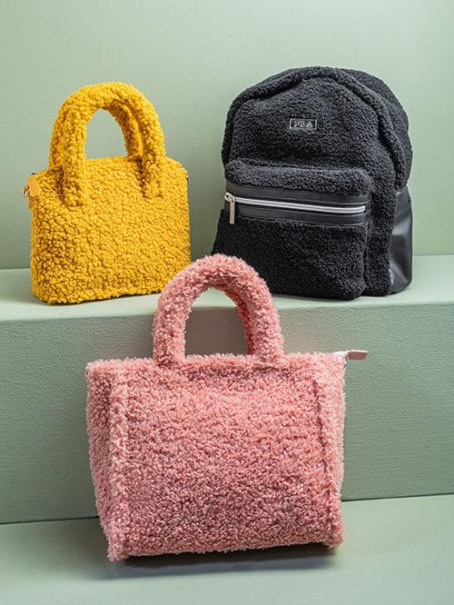 Taschen und Rucksack im Teddyfell-Look