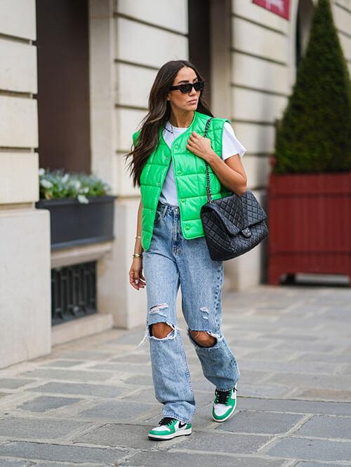 Lässige Sneaker zu Jeans, Streetstyle von Tamara Kalinic