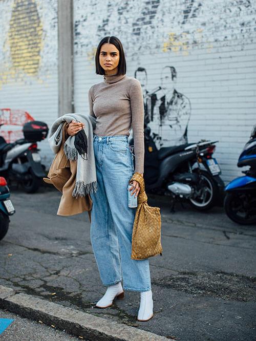 Jeans und weiße Stiefeletten, Streetstyle aus Paris