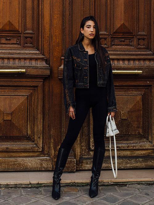 Jeansjacke zu Underknee-Boots, Streetstyle aus Paris