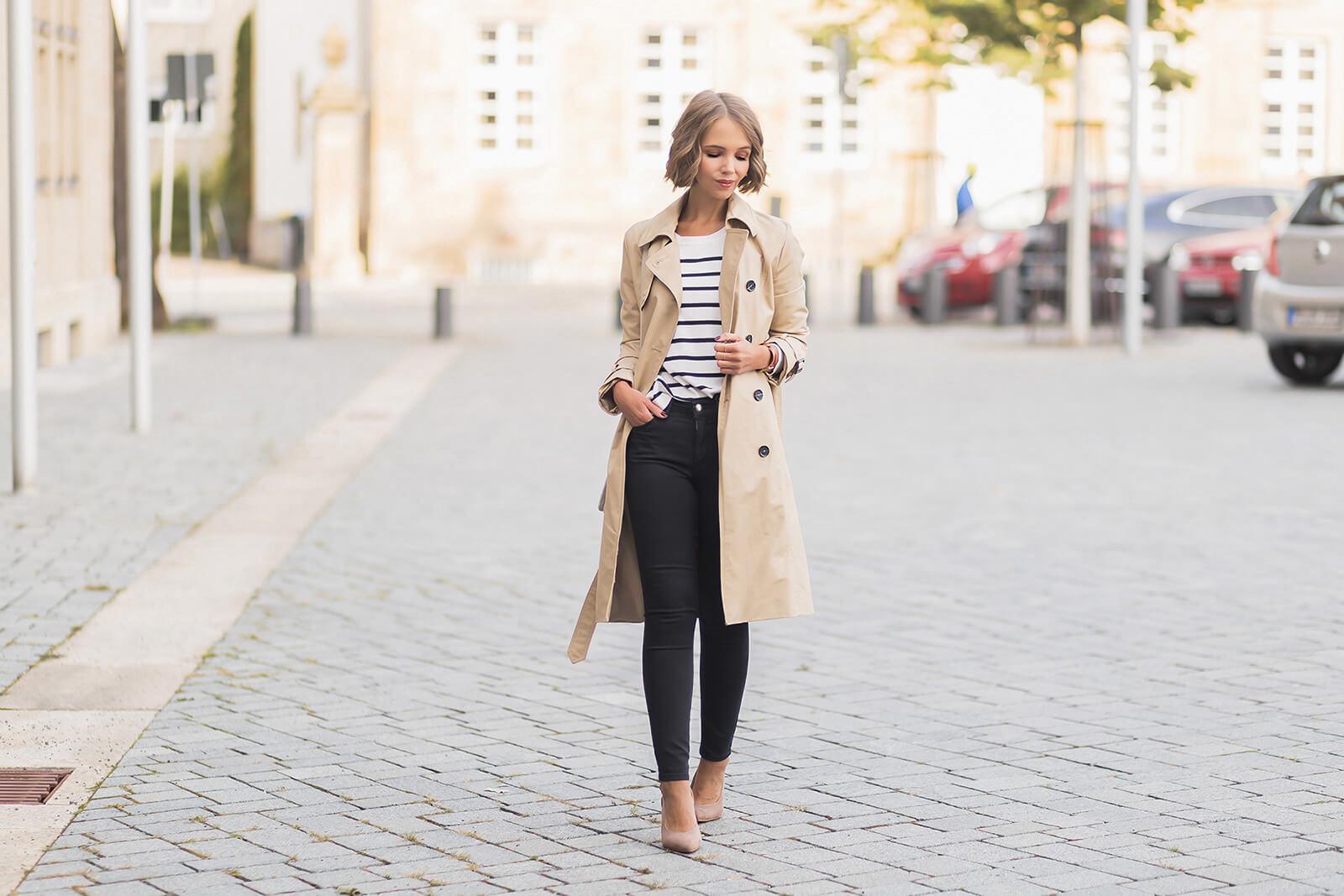 Pullover mit Streifen kombinieren, Herbstoutfit mit Streifenpullover und Trenchcoat, Slingpumps, Shoelove by Deichmann