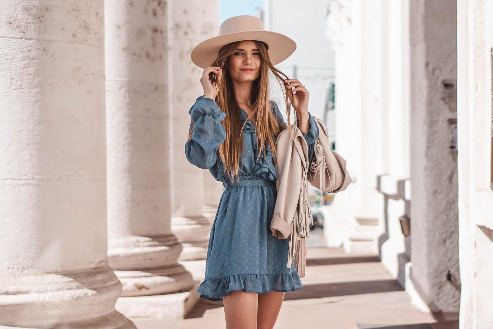 blaue kleider sind die perfekte wahl für den herbst