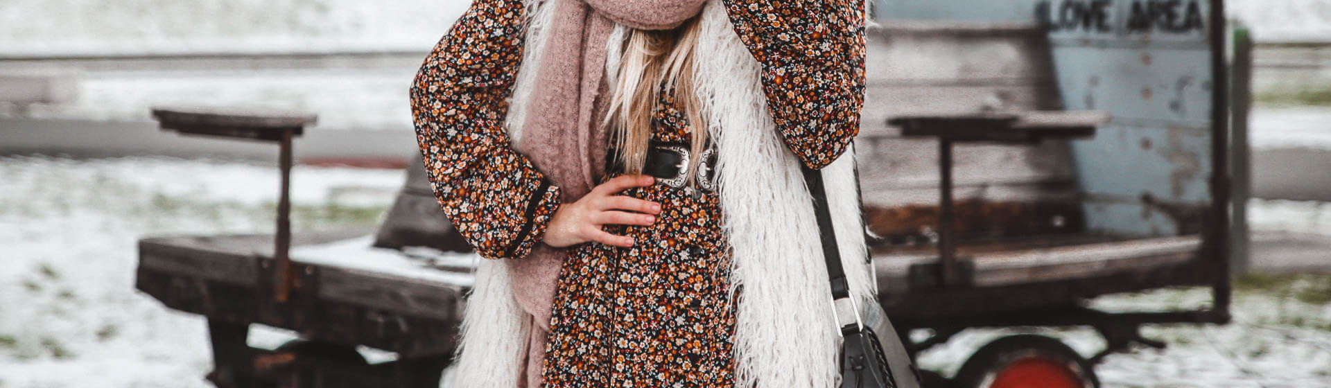 Maxikleider Boho-Stil auch im Winter stylisch kombinieren