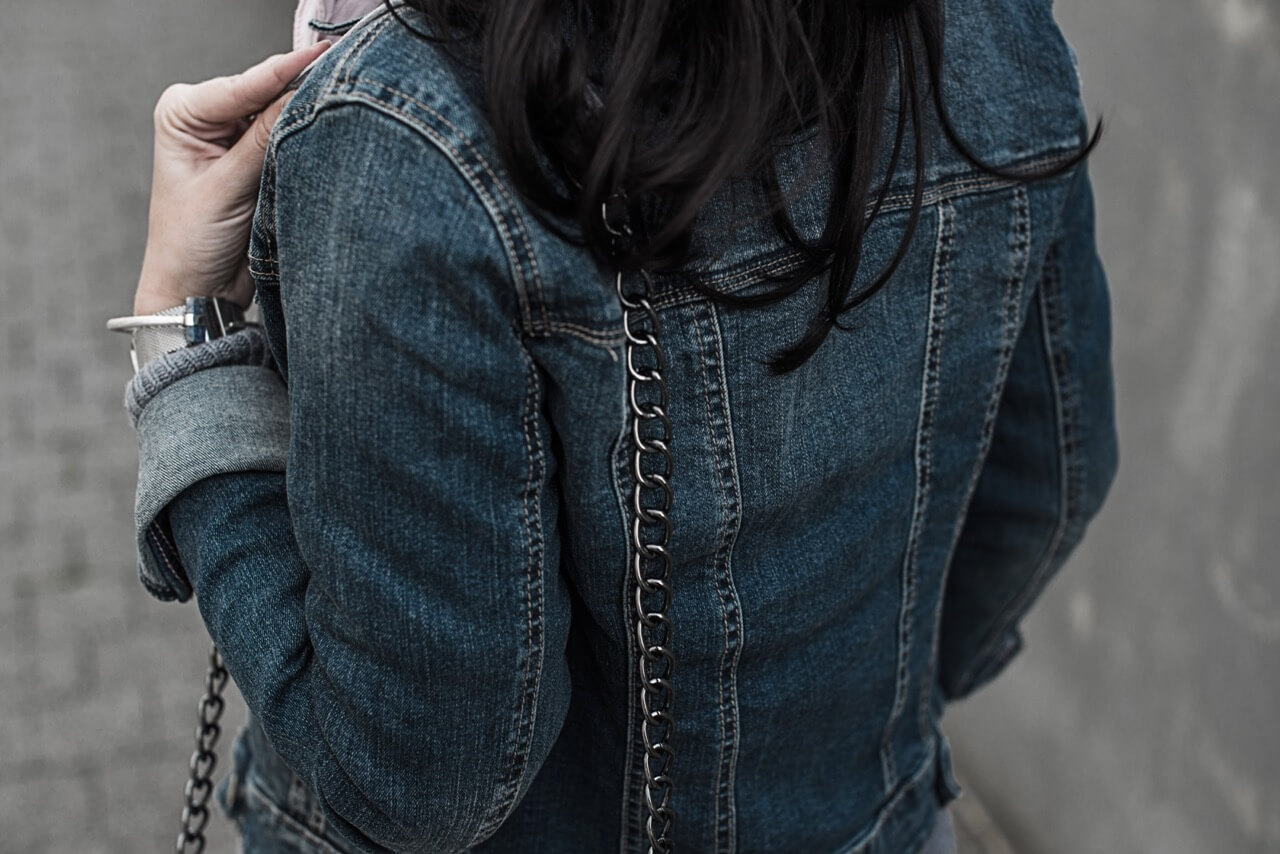 Jeansjacke mit Strickteilen kombinieren Trendblog Deichmann