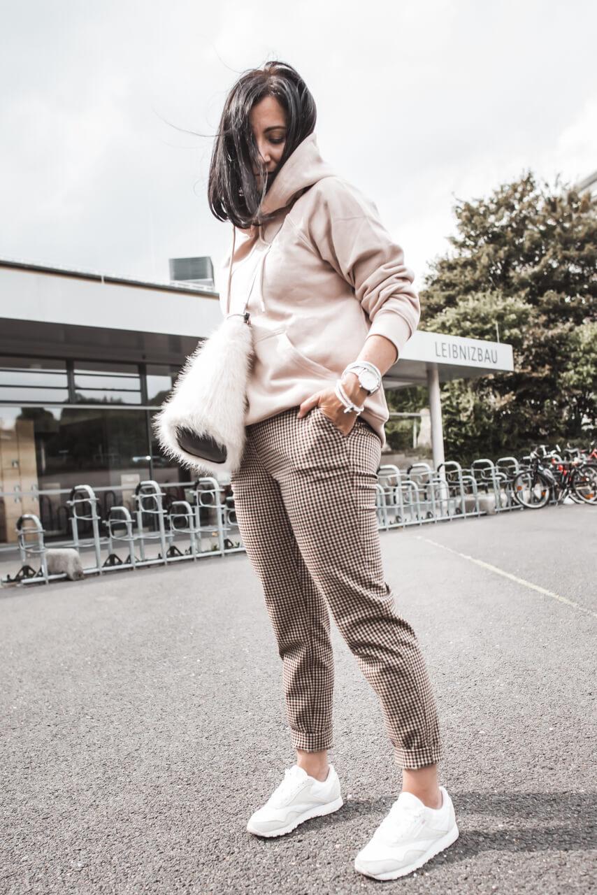 So casual können wir Karo-Hosen stylen Shoelove Deichmann