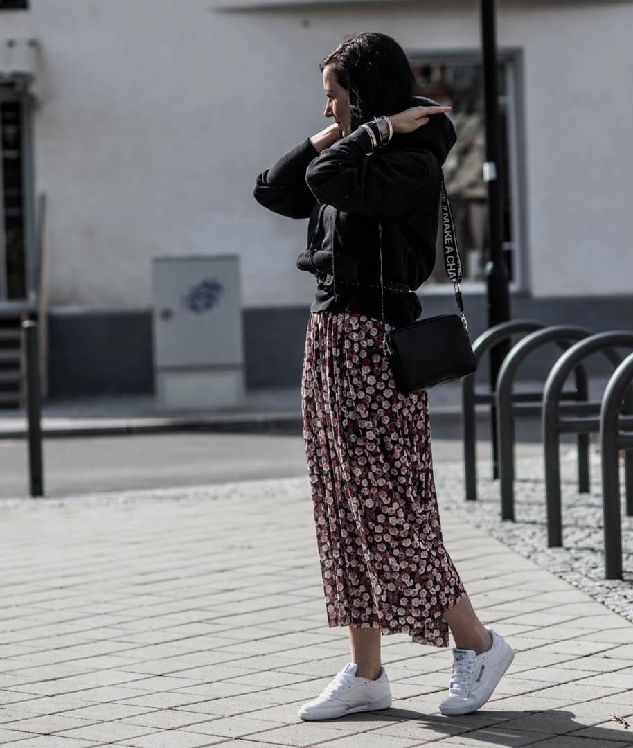 Sneaker als Multitalent - So tragen wir sie zum Kleid Shoelove Deichmann
