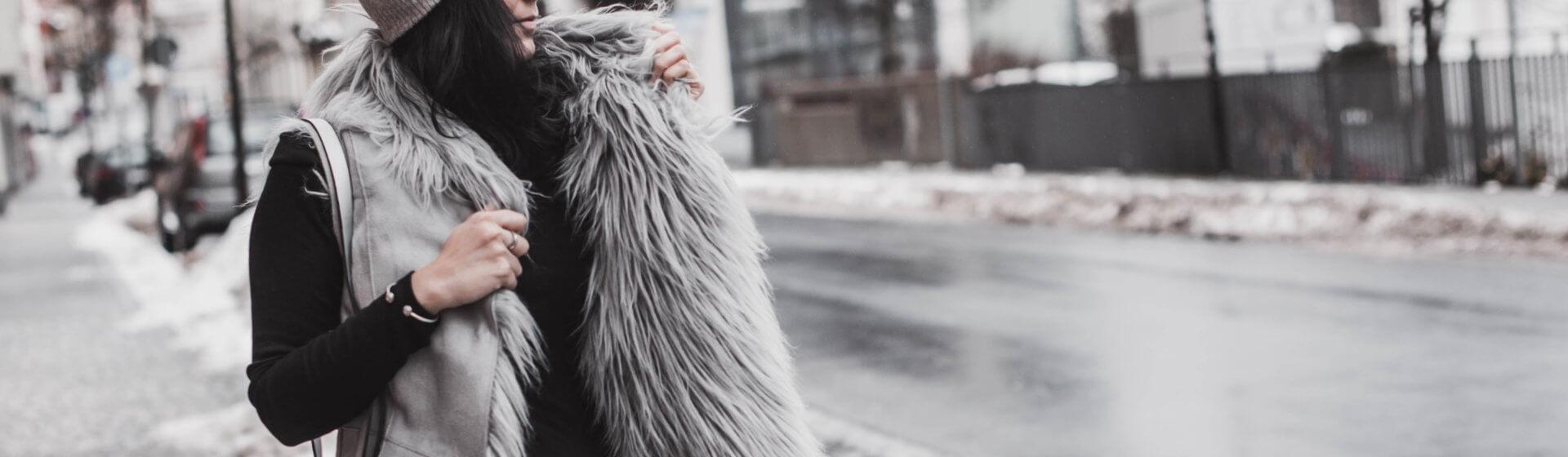 Fake Fur Westen kombinieren – So stylen wir den Trend Shoelove Deichmann