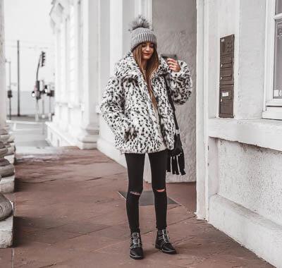 Outfit mit Faux Fur Jacke und Nieten Boots.