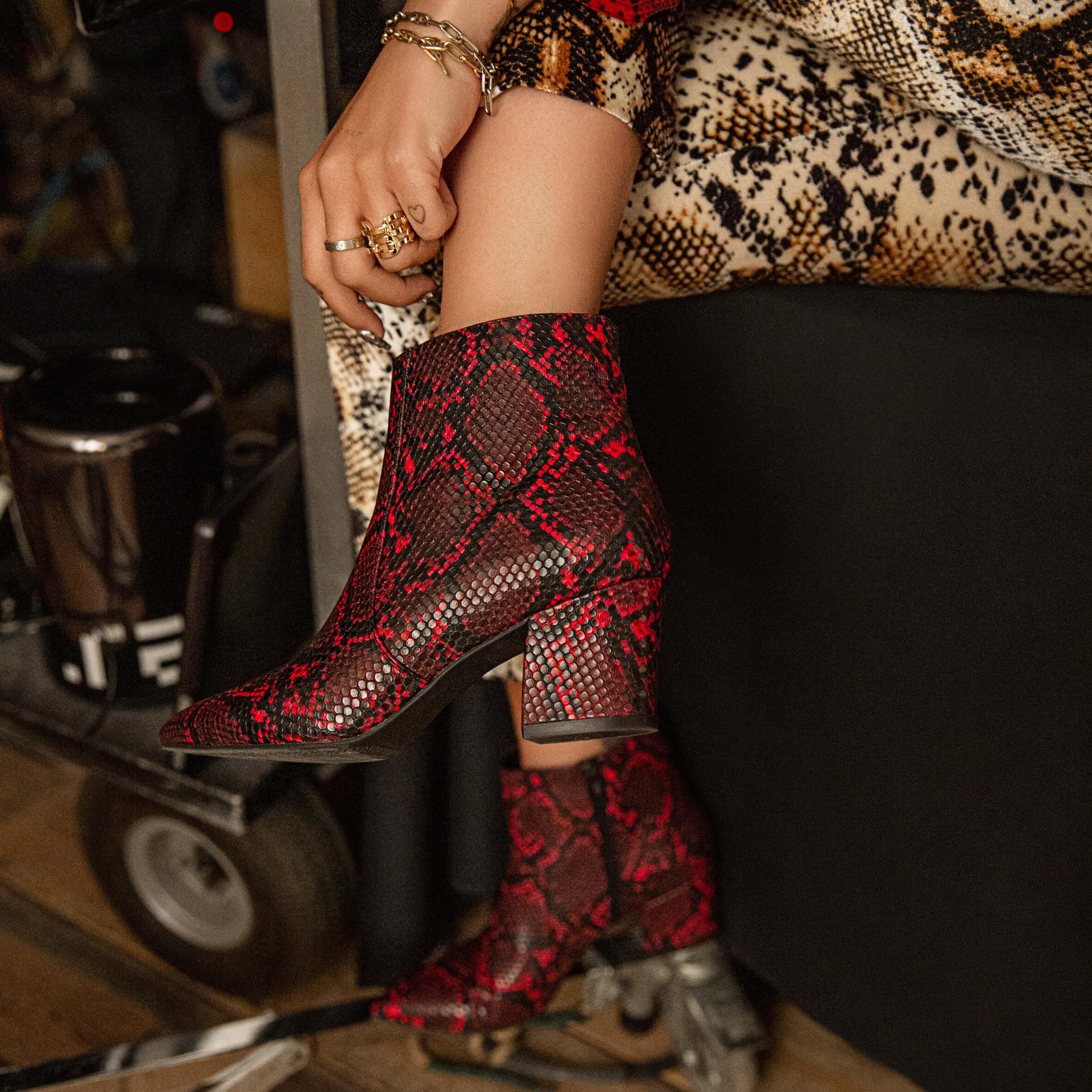 Rita Ora Stiefeletten Snake