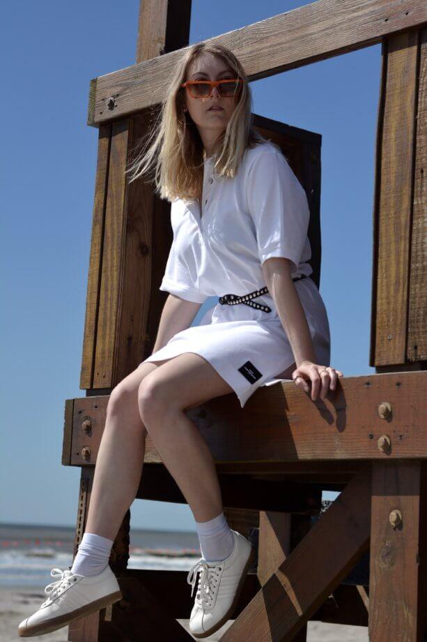Bloggerin Feli zeigt ihr Strandoutfit mit Sneaker