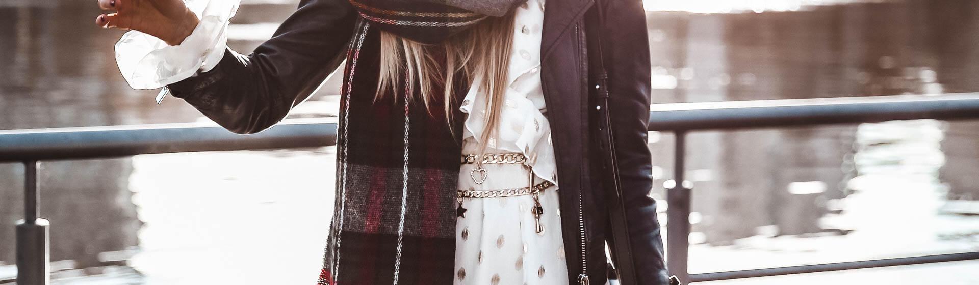 Kettengürtel zu Kleid kombinieren