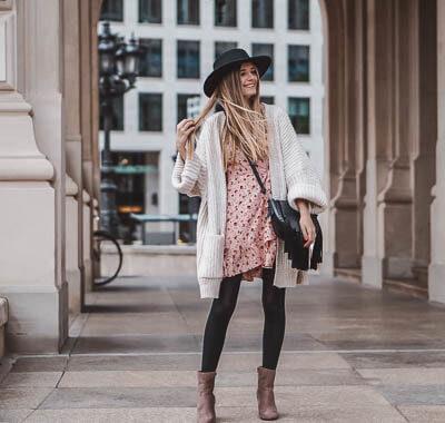 Sommerkleider im Herbst tragen: mit diesen Tricks gelingt es