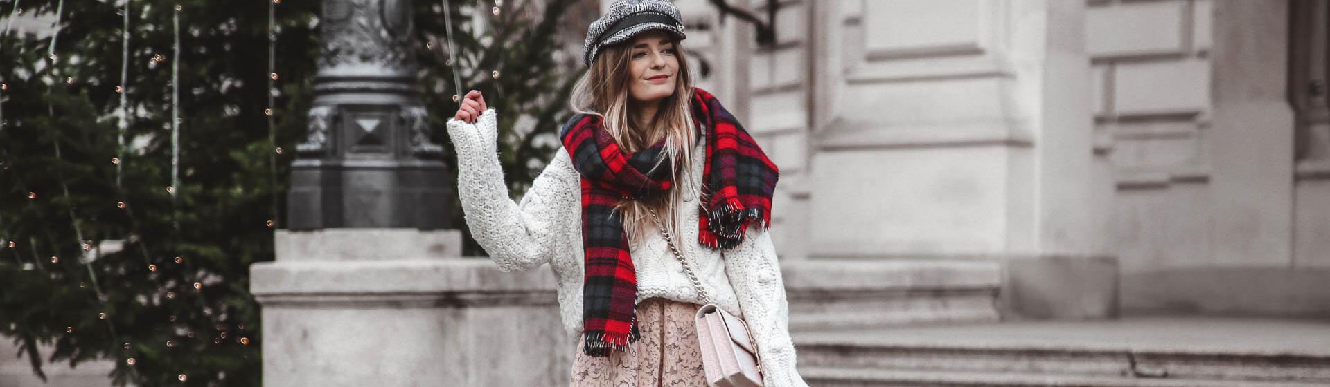Outfit für Weihnachtsfeiertage bestehend aus Rock und Oversized Pulli