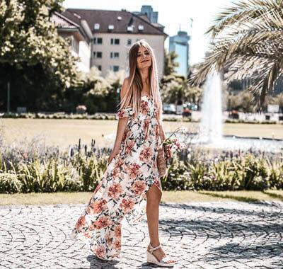 Alltime-Trend Off-Shoulder Kleider: Schulterfreies Maxikleid mit Blumenprint
