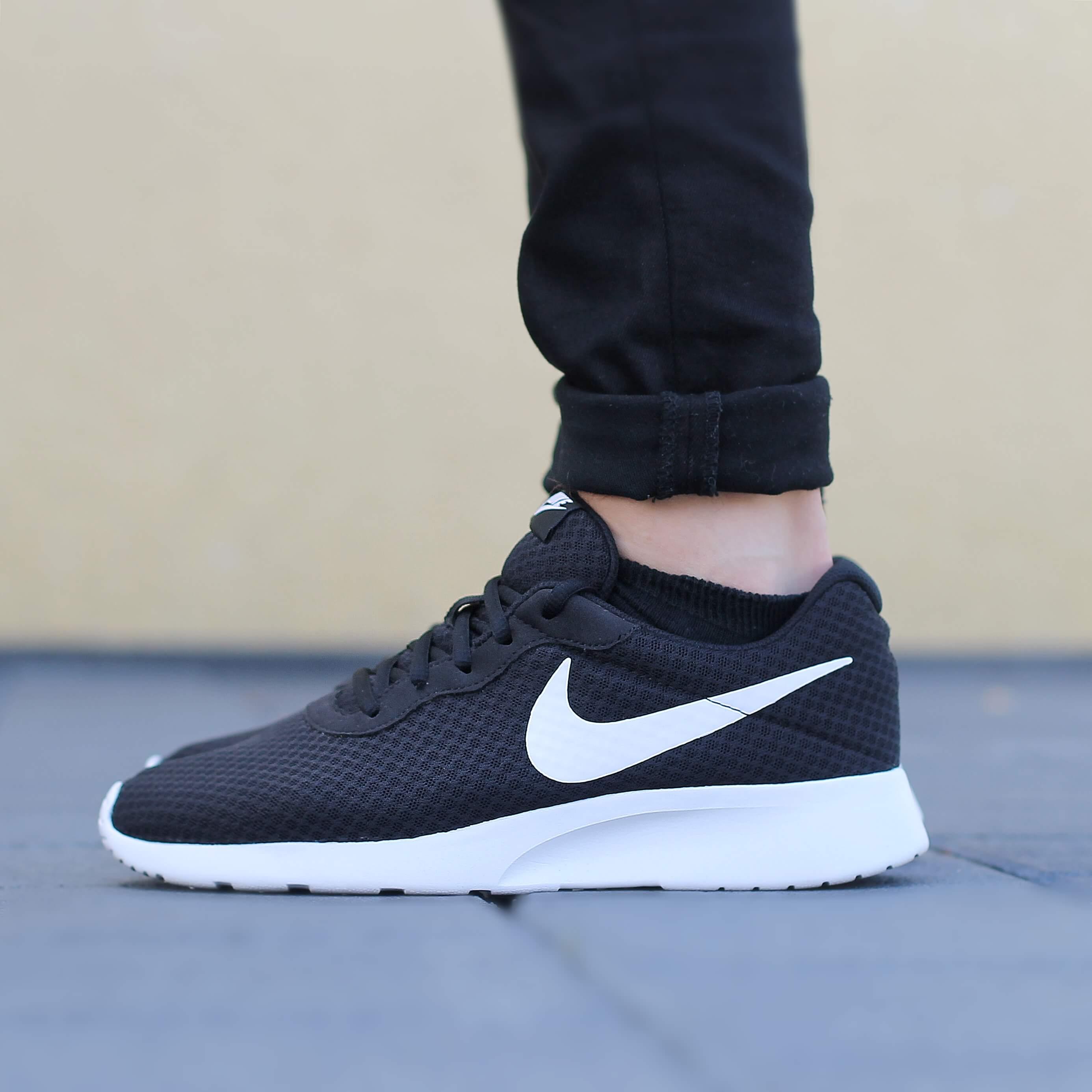 Der Nike Tanjun - Shoelove by Deichmann