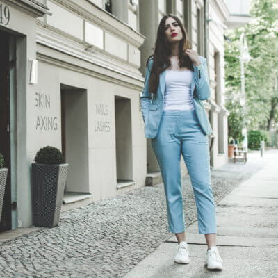 Anzug in Babyblau-Sneaker zum Anzug kombinieren-Shoelove by Deichmann-Modeblog-andysparkles