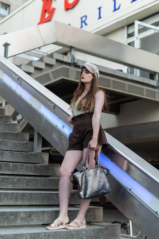 Baker Boy Mütze-Schiebermütze kombinieren-Modeblogger Outfit-High Waist Shorts-Shoeloe by Deichmann-andysparkles